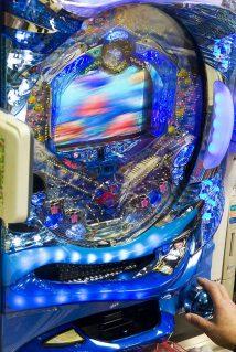 800px-Pachinko_machine,_Tokyo_(screen_blurred)