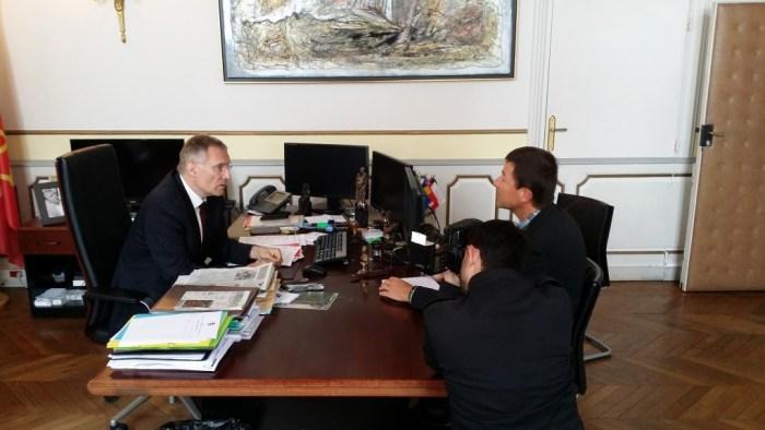"""Franck Montaugé, dans son bureau de la mairie d'Auch, pendant l'interview de """"La Dépêche du Midi"""". ©franckmontauge.fr"""