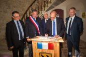 Stéphane Richard, Pdg du groupe Orange signe le livre d'or de la mairie de Biran. ©franckmontauge.fr