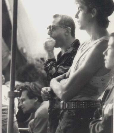 """1984 - Co-réalisation avec Jean-Baptiste Mondino du clip """"Un Autre Monde"""" pour le groupe Téléphone - Photo de plateau : Pascal Lebègue, JB Mondino, Francky Boy"""
