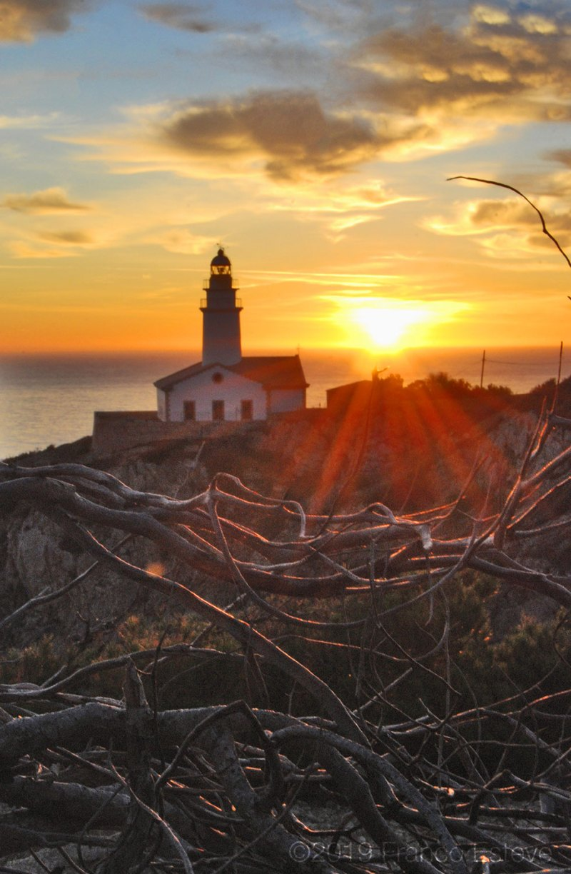 Lighthouse sunrise nourishment photo by Franco Esteve