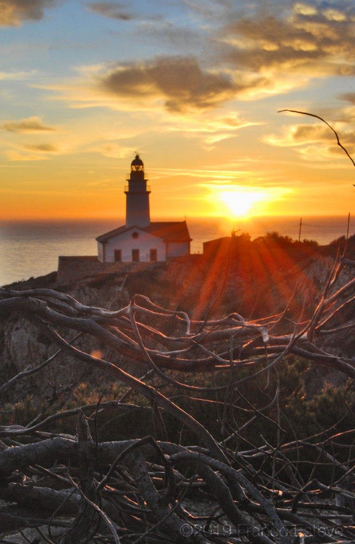 Lighthouse sunrise nourishment photo by Franco Esteve