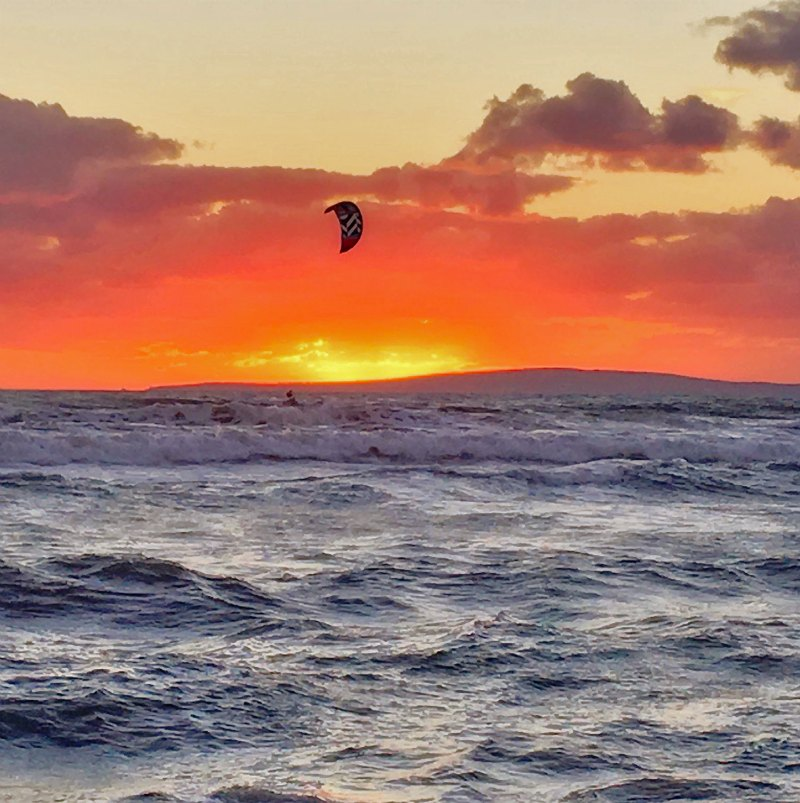 Kite into your own sunset photo by Franco Esteve