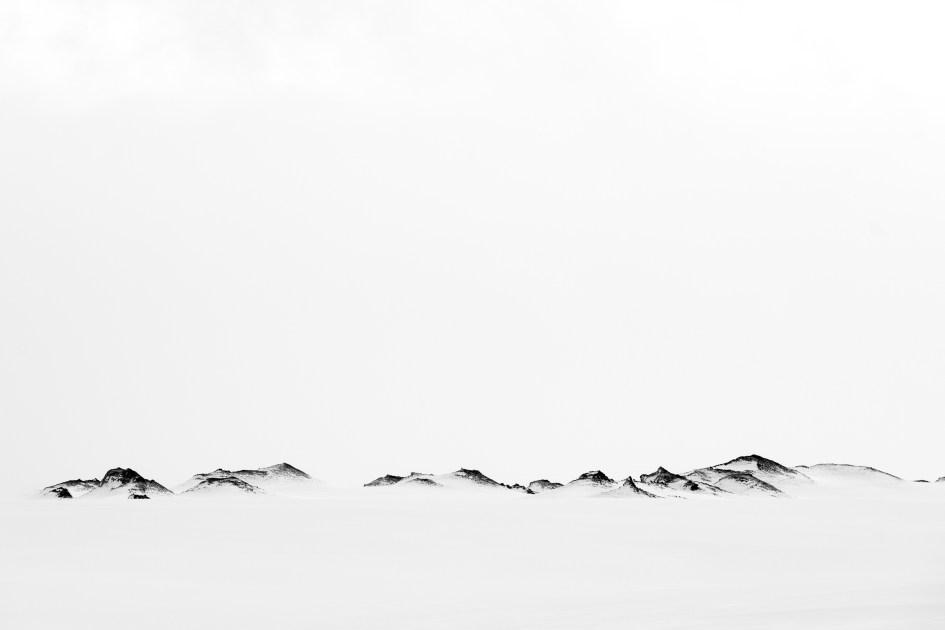 Neige et roche volcanique