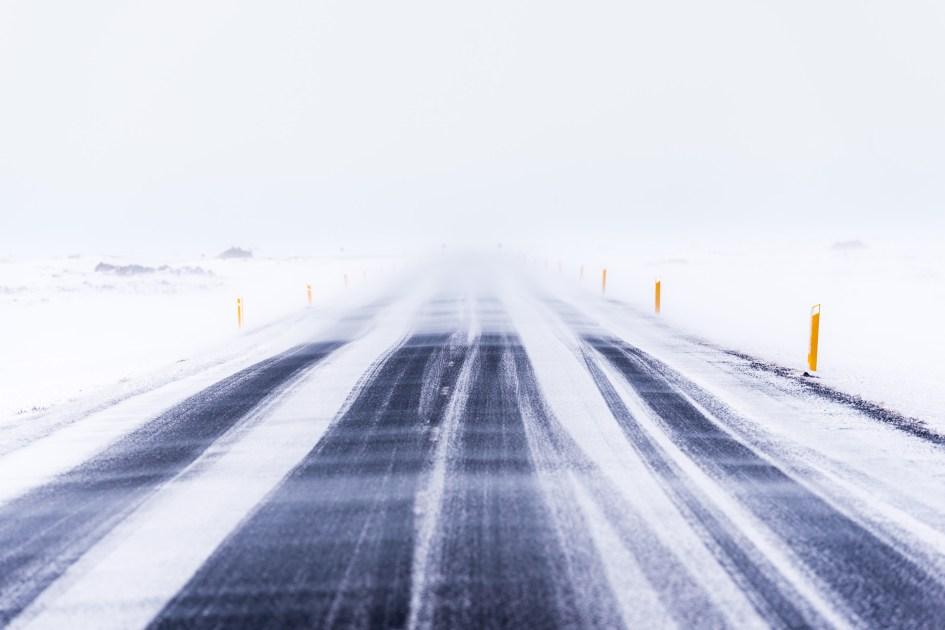 Blizzard sur la route circulaire.
