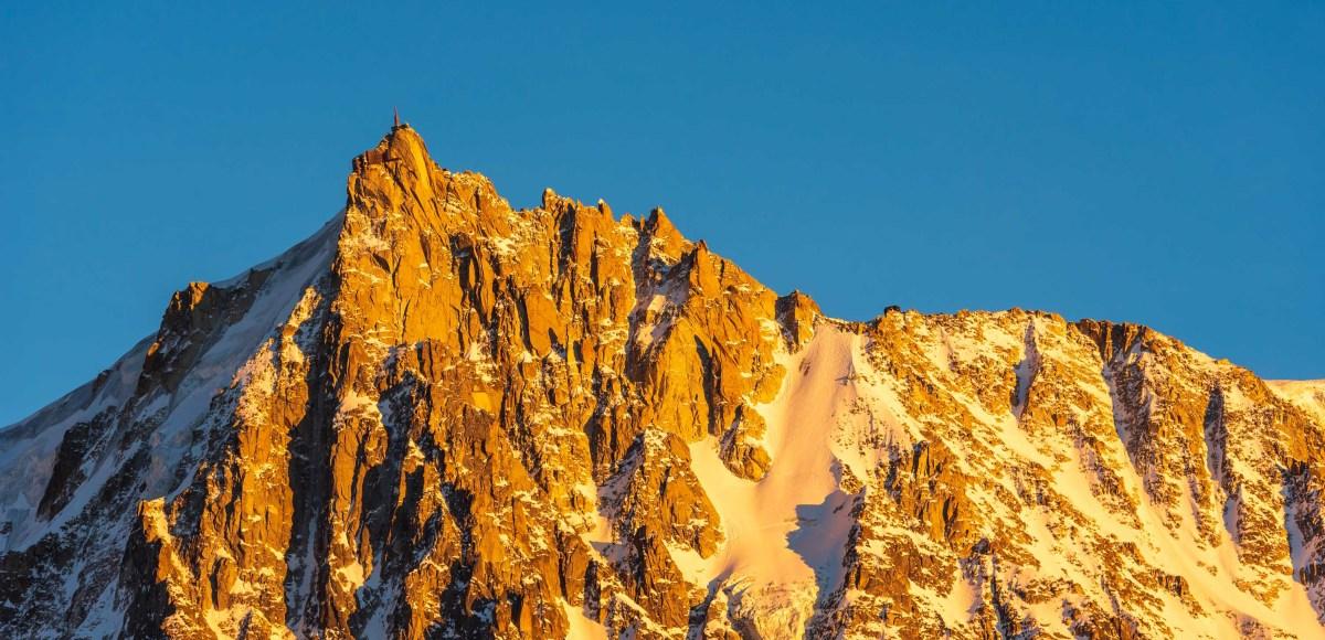 Lumières dorées sur l'Aiguille du Midi