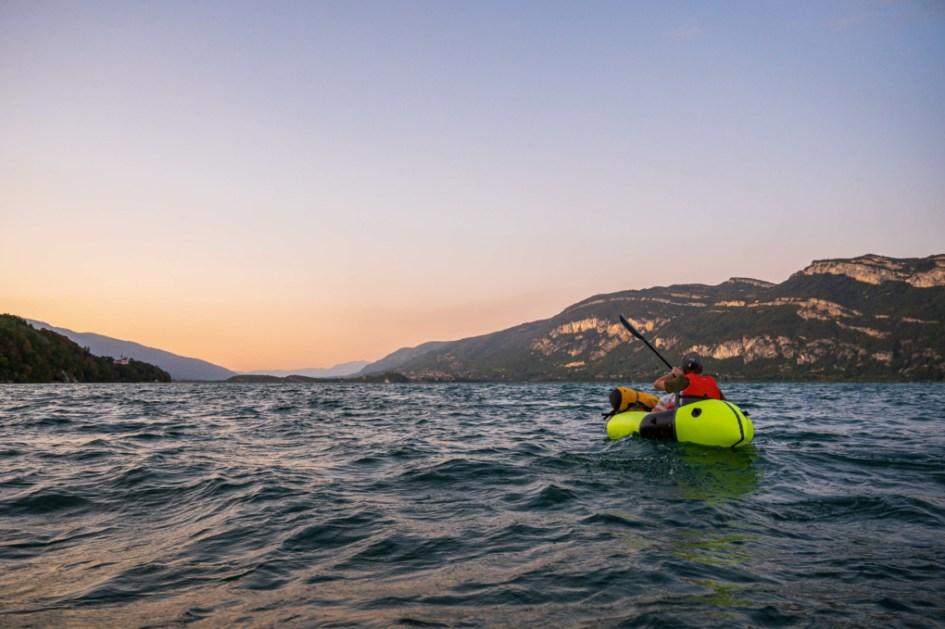 Bruno Berthet navigue sur le lac du Bourget
