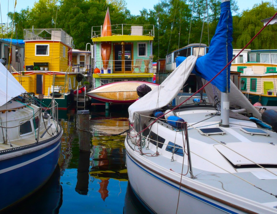 After yoga this morning, the class enjoyed waffles at Carol's boathouse.  I so enjoy looking at the colorful houseboats.