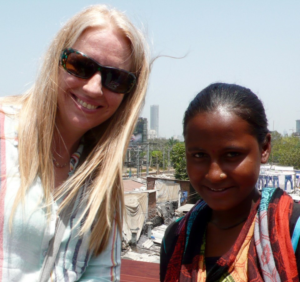 Traci and a vendor at the Dhobi Ghat