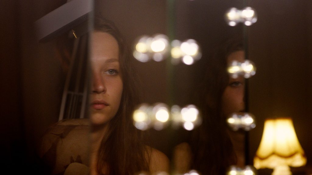 Molly Windsor plays Ruth in Make Up