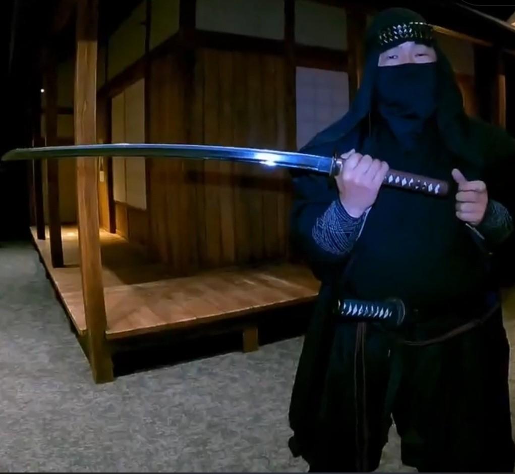 Sensei Hiroshi with Samurai sword - Odawara Ninja Virtual Tour