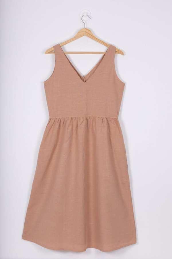 Produktfoto: Leinenkleid mit Holzknöpfen, Rückseite