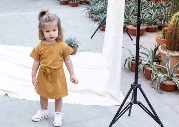 Tragebild: Kleid mit Bindegürtel für Kinder