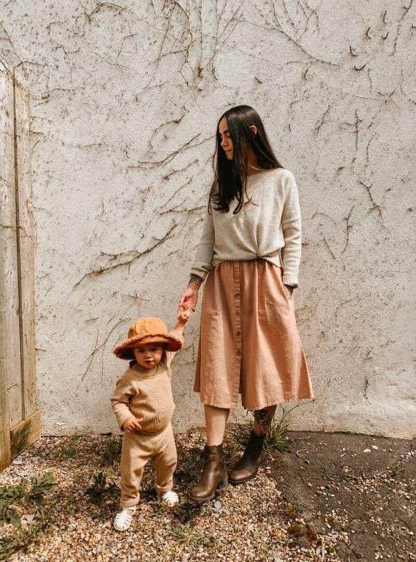 Tragebild: Leinenkleid mit Holzknöpfen