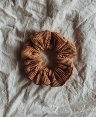 Scrunchie, clay