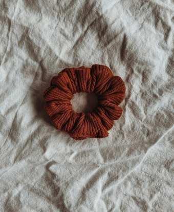 scrunchie, rust