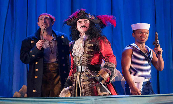 The cast of PETER PAN GOES WRONG UK Tour