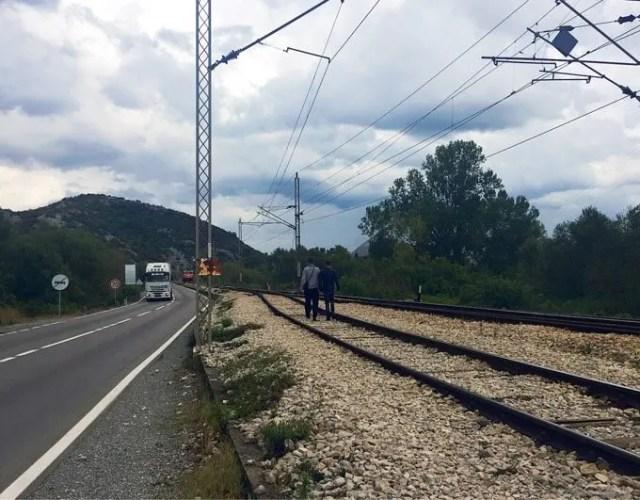 No side walk, just railway tracks