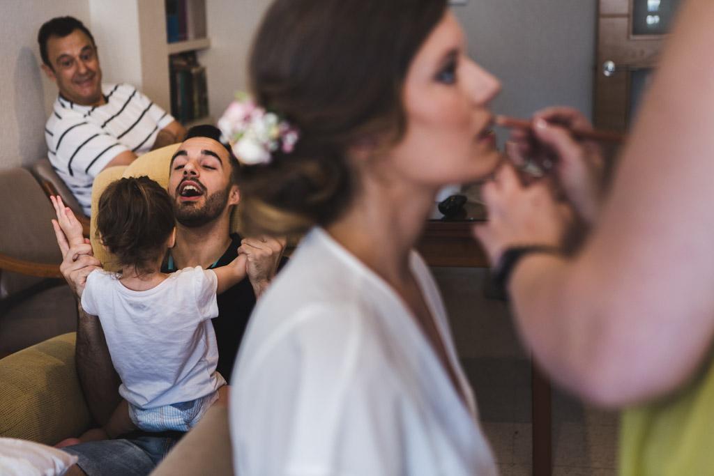 Boda Alcazar y La Bodega, hija de la novia jugando con su tio