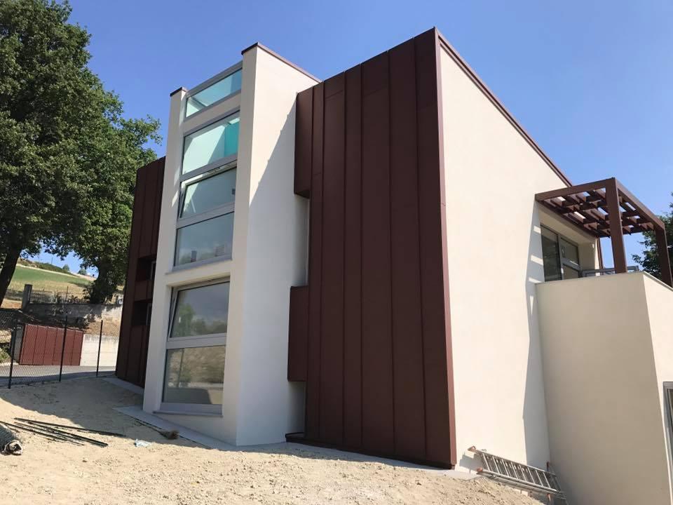Rivestimento facciate e copertura in alluminio per edificio pubblico