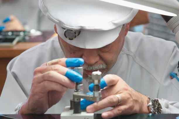 Uhrmacher Komatsu Hirishi Seiko quer-18