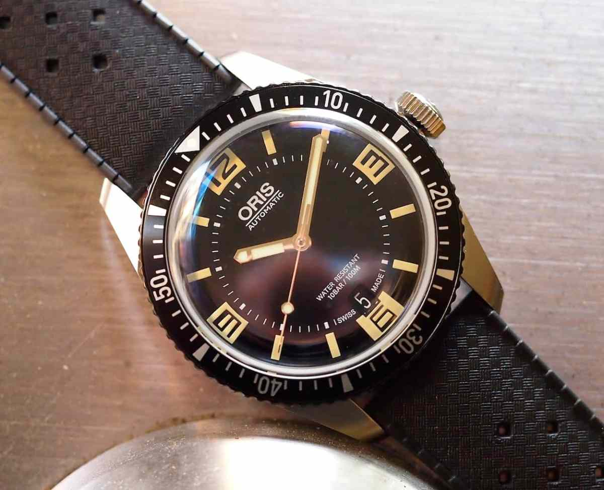 Oris Divers Sixty-Five crystal