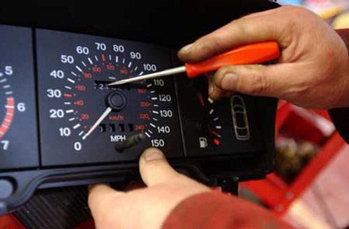Como falsificar kms em carro antigo
