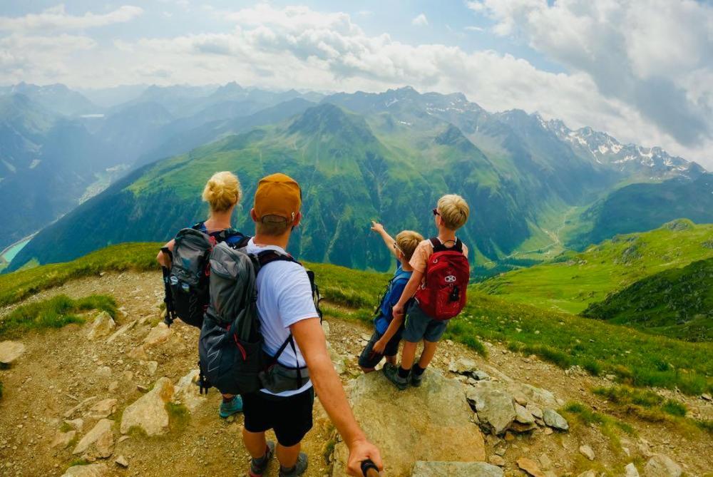Ausblick vom Kamm auf die Berge Österreichs