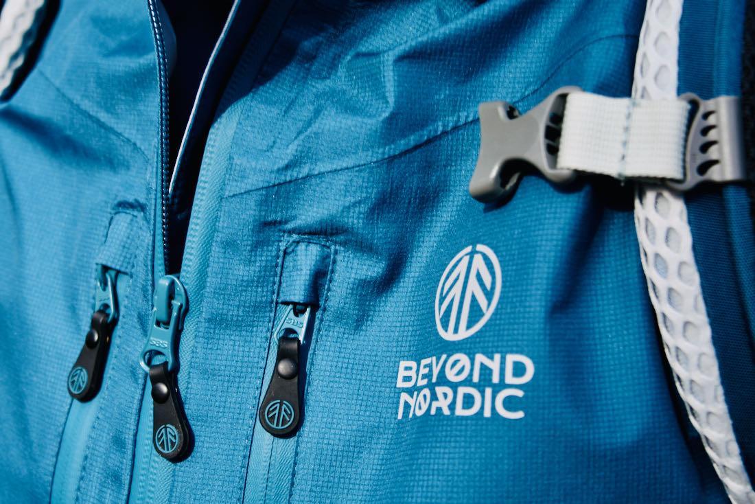 Beyond Nordic - Jacke blau Logo