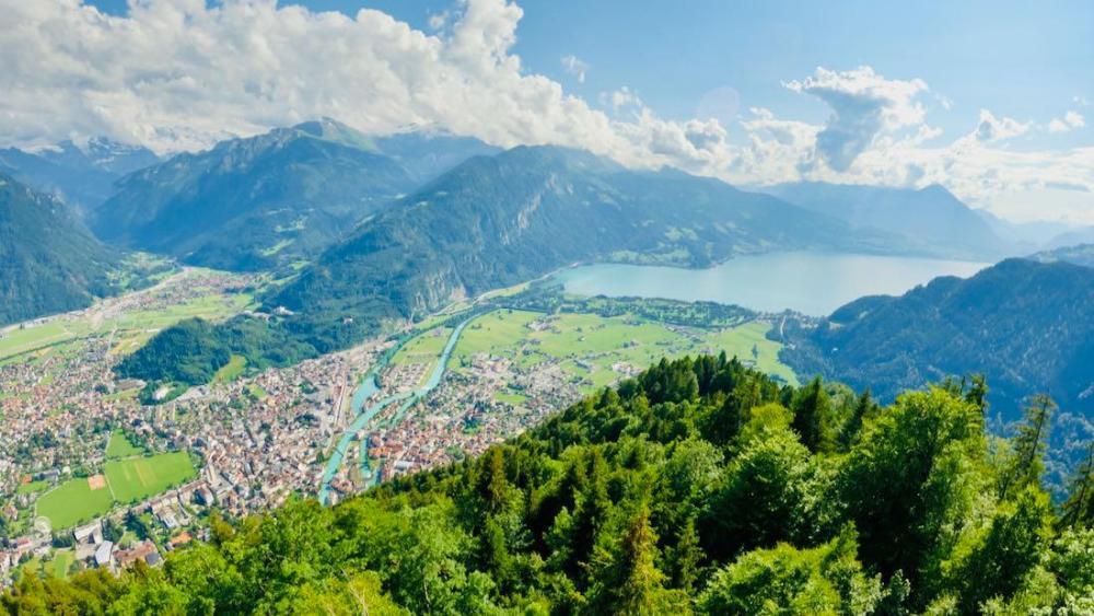 Blick auf Interlaken und den Thuner See