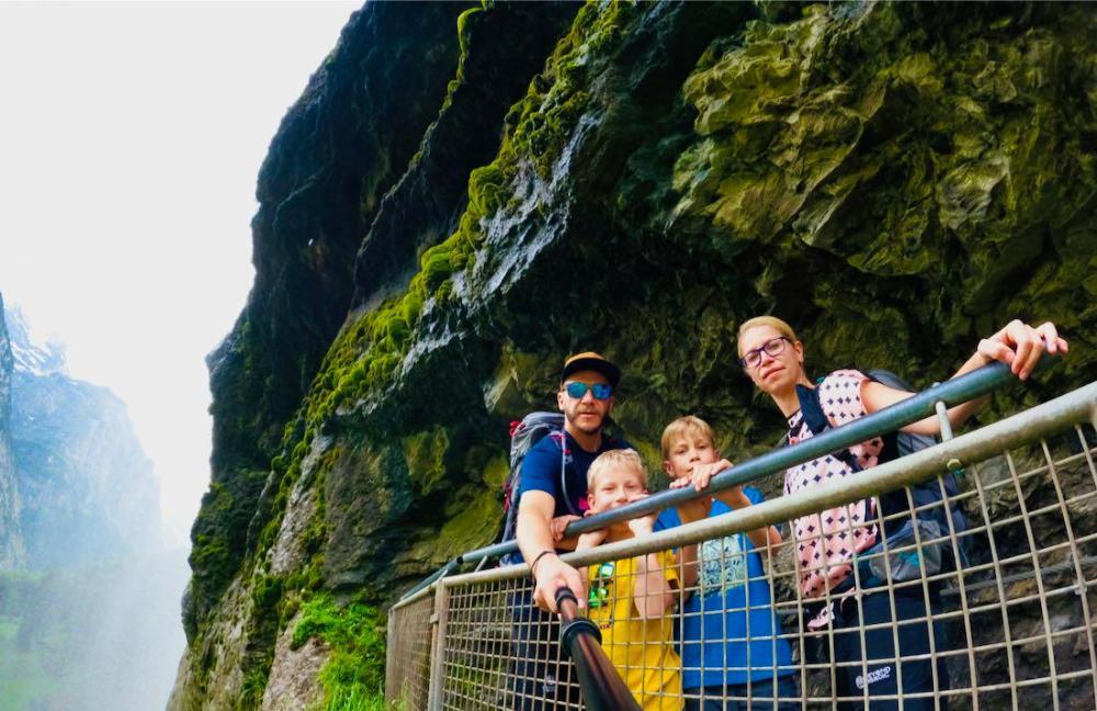 Unterm Wasserfall