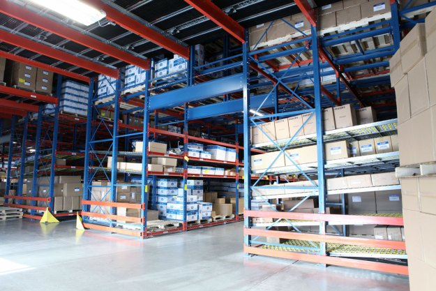 Pick Tunnel with SelecDeck Case Flow and Pallet Flow racking