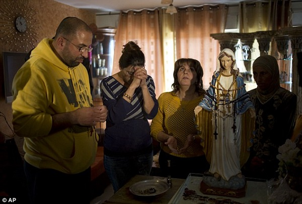 weeping-statue-in-tarshiha