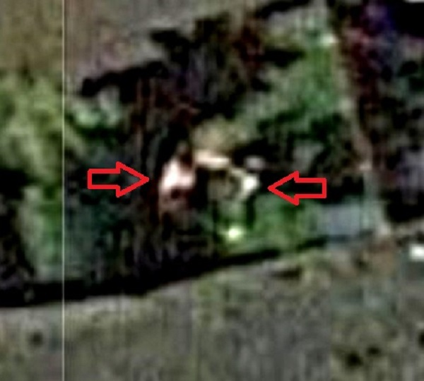 Fist fight with alien Google maps