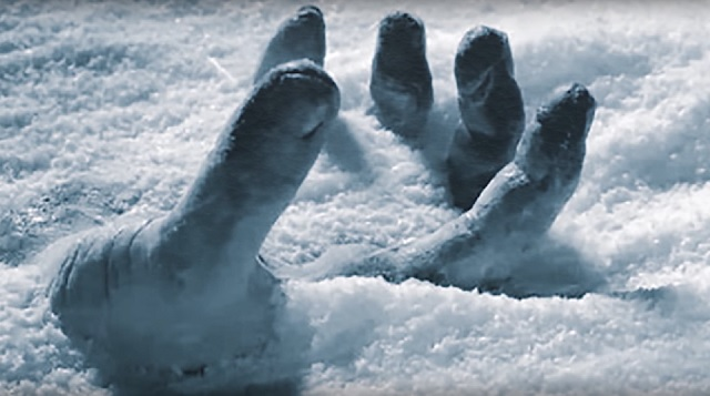 +18 - O ritual de passagem Frozen-hand