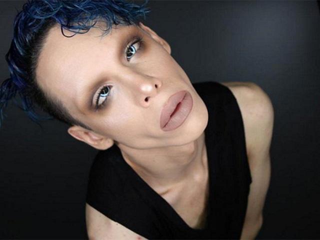 Vinny Ohh blue hair