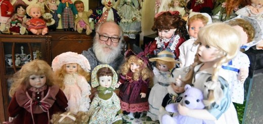 Father's haunted doll collection has family freaked out
