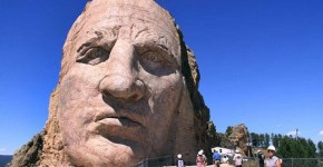 Crazy Horse monument invaded by UFO