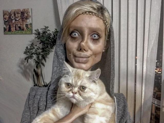 Sahar Tabar and her cat