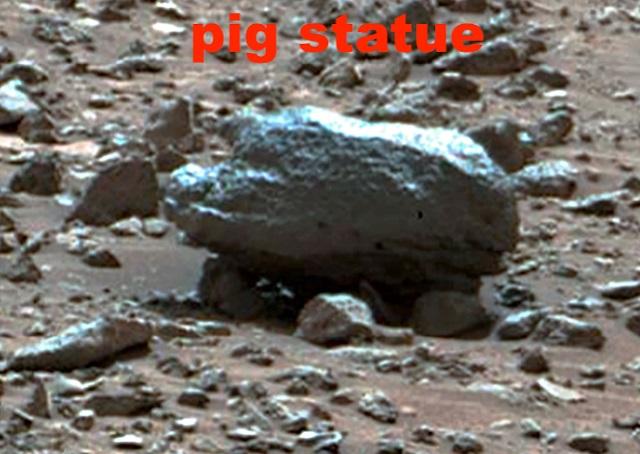 Pig statue Mars