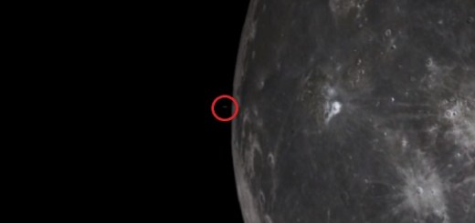 UFO recorded flying from the Moon