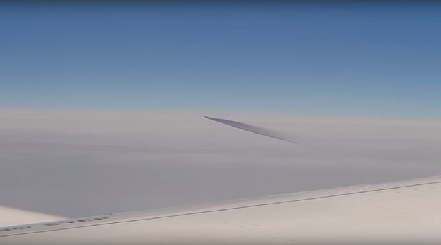 Australian man records UFO while onboard airplane