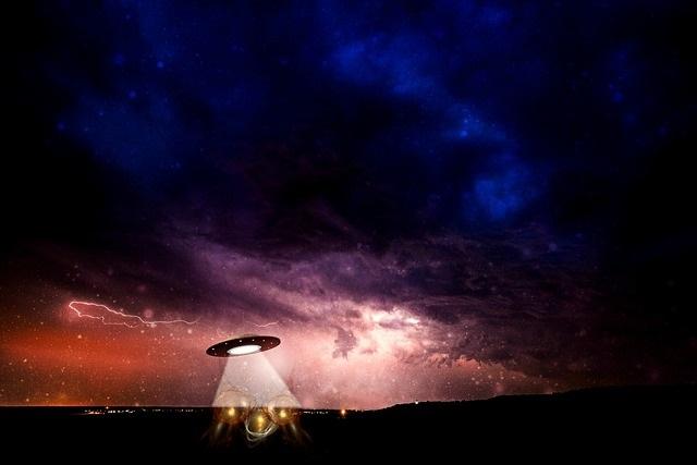 UFO sighting at night