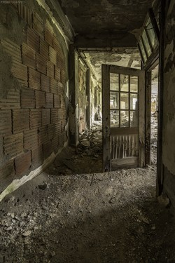 Abandoned Urban Exploration Photography