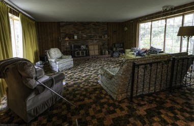 Abandoned House Ontario sitting room