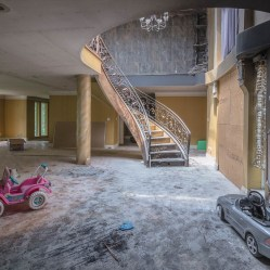 Abandoned Mansion In Ontario Urban Exploring Freaktography