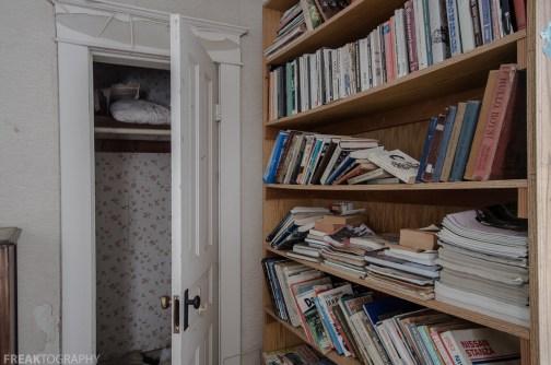 Freaktography, abandoned, abandoned photography, abandoned places, books, bookshelf, creepy, decay, derelict, haunted, haunted places, photography, urban exploration, urban exploration photography, urban explorer, urban exploring