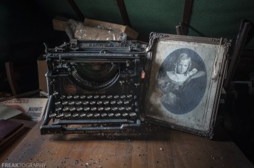 Freaktography, abandoned, abandoned photography, abandoned places, creepy, decay, derelict, haunted, haunted places, photography, typewriter, underwood, underwood standard typewriter number 5, urban exploration, urban exploration photography, urban explorer, urban exploring, vintage
