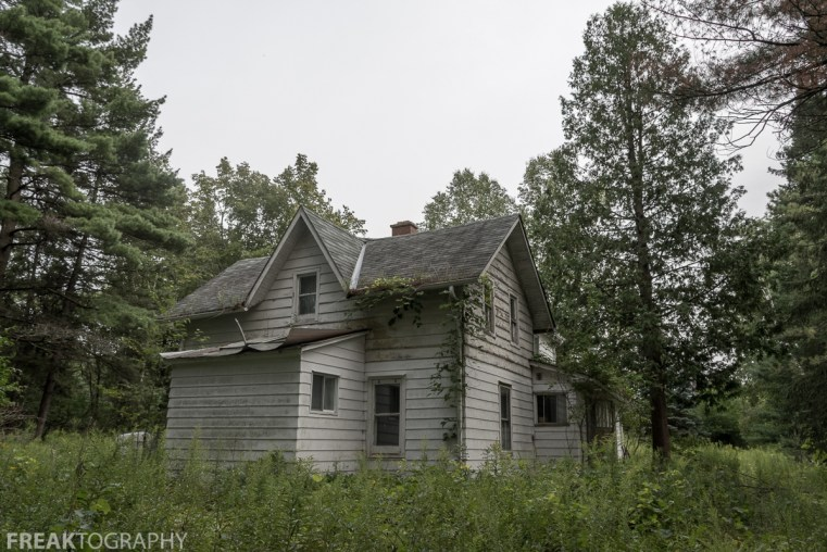 Exterior view of a Perfectly Preserved Abandoned Time Capsule House. Urban Exploring Gallery of a Perfectly Preserved Abandoned Time Capsule House in Ontario, Canada by Freaktography. Canadian Urban Exploration Photographer