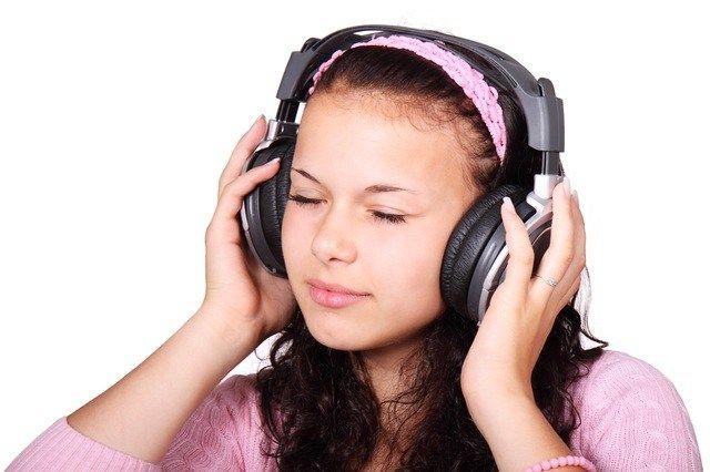 cute-female-girl-headphones-41553
